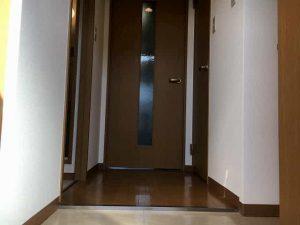 コープ美山2の玄関