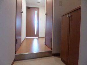 エンゼルプラザイースト1の玄関
